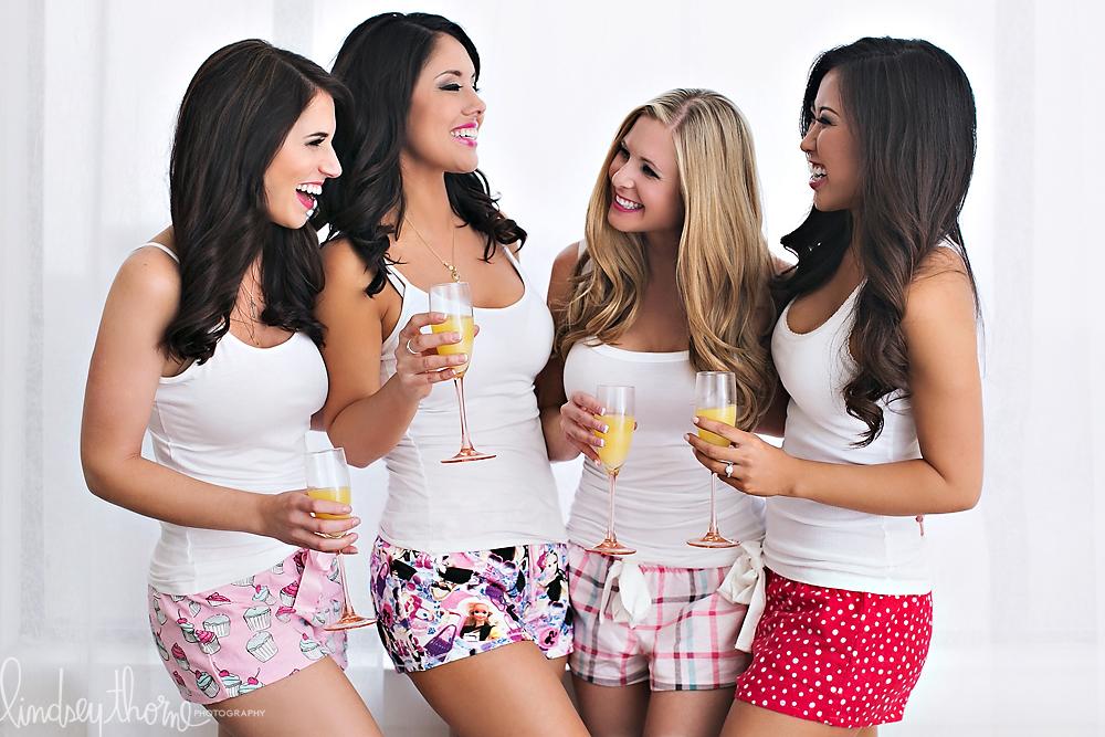 03_austin-boudoir-photographerlindsey-thorne_bachelorette-party-boudoir_pink-lipstick_mimosas