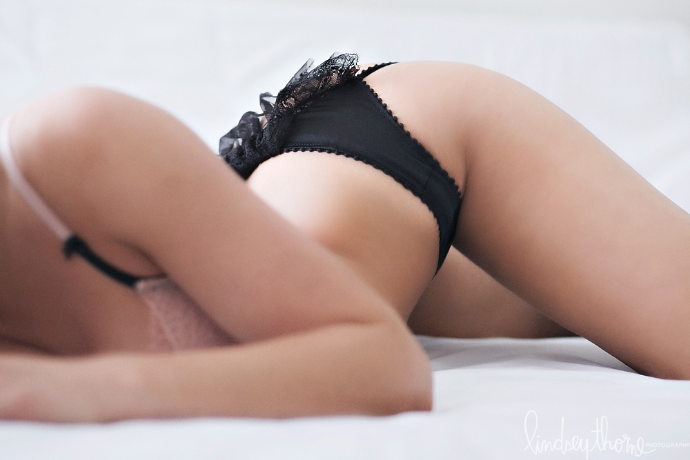 05_austin-boudoir-photographerlindsey-thorne_bachelorette-party-boudoir_black-lace