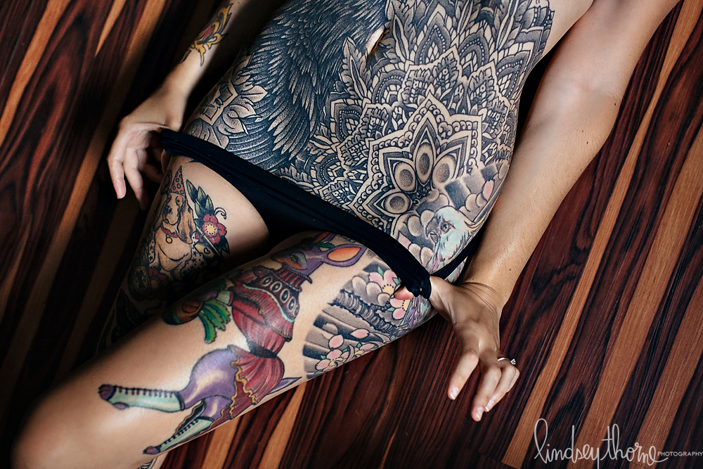 07_heavily-tattooed-model-austin-boudoir-photographer