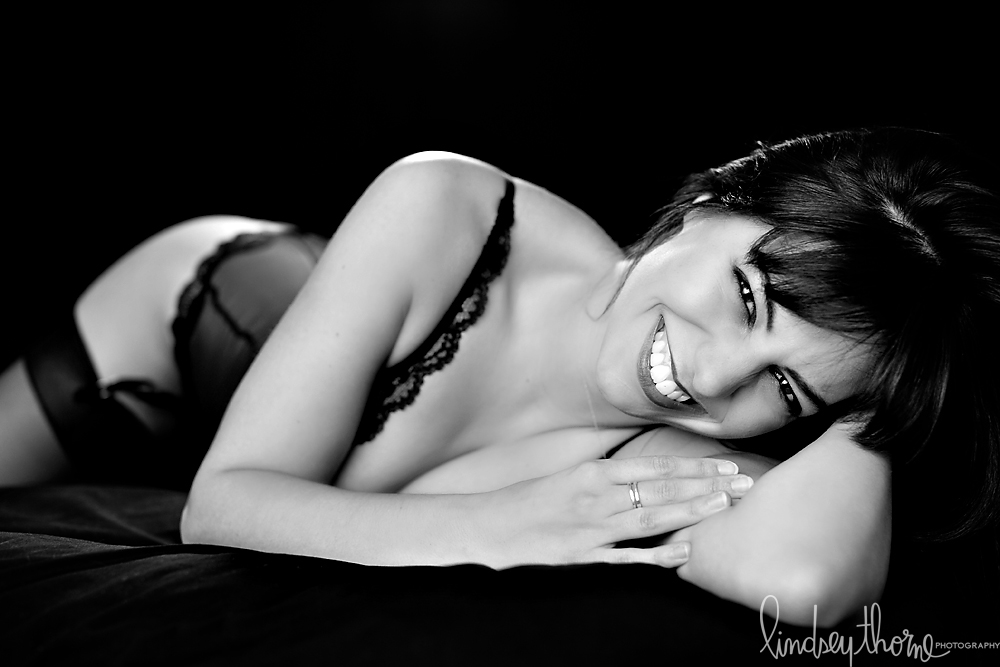 08_austin-boudoir-photographer_lindsey-thorne_black-lace-lingerie_black-and-white-boudoir