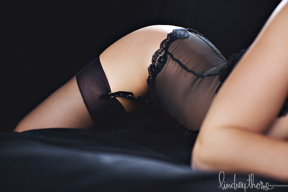 09_austin-boudoir-photographerlindsey-thorne_black-lace-lingerie